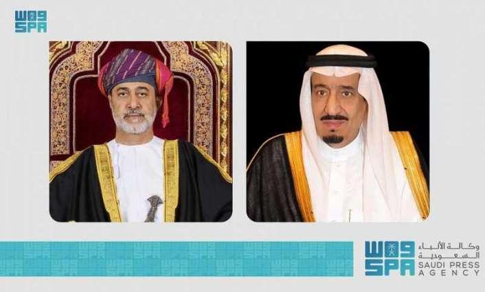 خادم الحرمين الشريفين يتلقى اتصالاً هاتفياً من سُلطان عمان