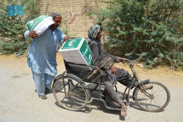 مركز الملك سلمان للإغاثة يوزع 1.892 سلة غذائية في إقليم بلوشستان الباكستاني
