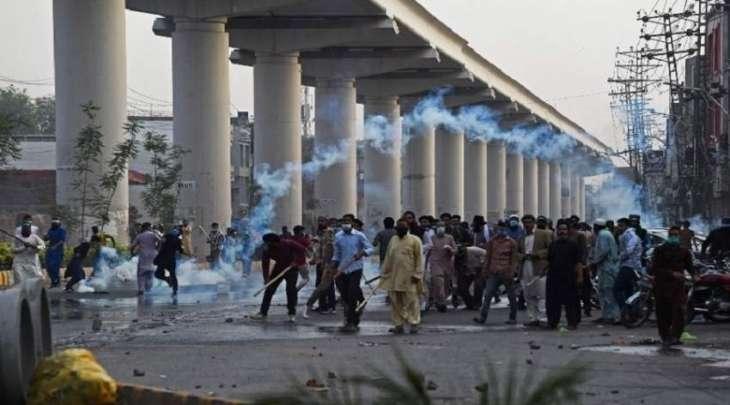 """احتجاجات فی البلاد تندیدا لاعتقال زعیم حزب """" حرکة لبیک یارسول اللہ """" سعد رضوي"""