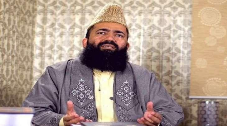 رئیس لجنة روٴیة الھلال الباکستانیة الشیخ عبدالخبیر آزاد یعلن یوم الأربعاء أیام شھر رمضان
