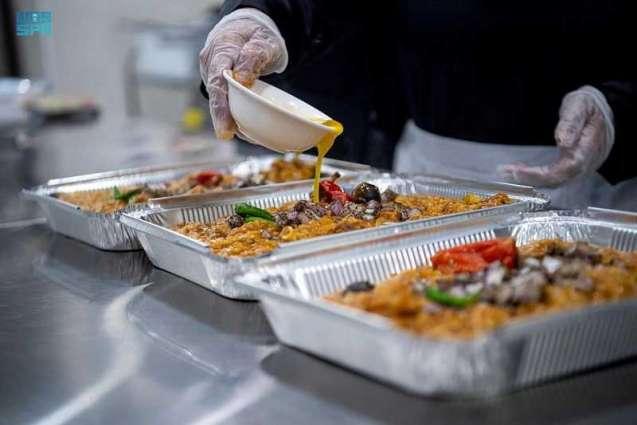 موائد رمضان في الرياض.. تواصل اجتماعي وتنوع غذائي