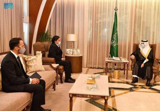 سمو أمير المنطقة الشرقية يستقبل سفير باكستان لدى المملكة