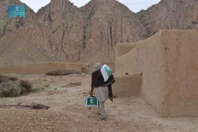 مركز الملك سلمان للإغاثة يواصل توزيع السلال الغذائية الرمضانية في إقليم بلوشستان الباكستاني