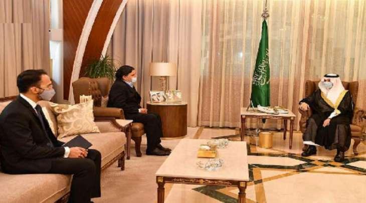 سفیر باکستان لدی السعودیة یجتمع بأمیر المنطقة الشرقیة الأمیر سعود بن نایف بمناسبة انتھاء فترة عملہ