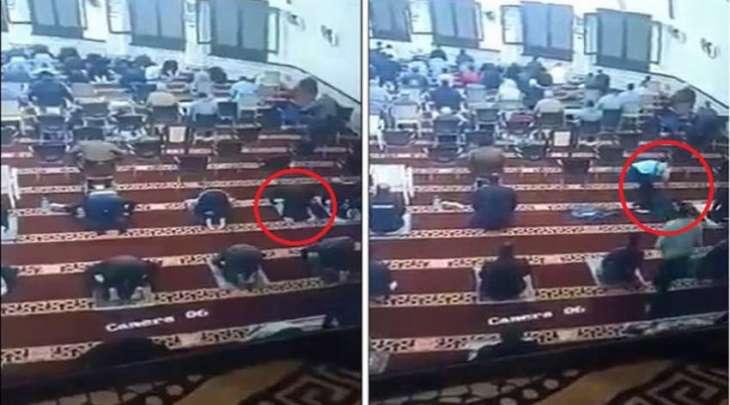 وفاة رجل أثناء سجودہ فی صلاة التراویح بجمھوریة مصر