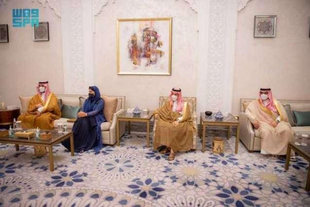 سمو ولي العهد يلتقي المبعوث الأمريكي الخاص إلى اليمن