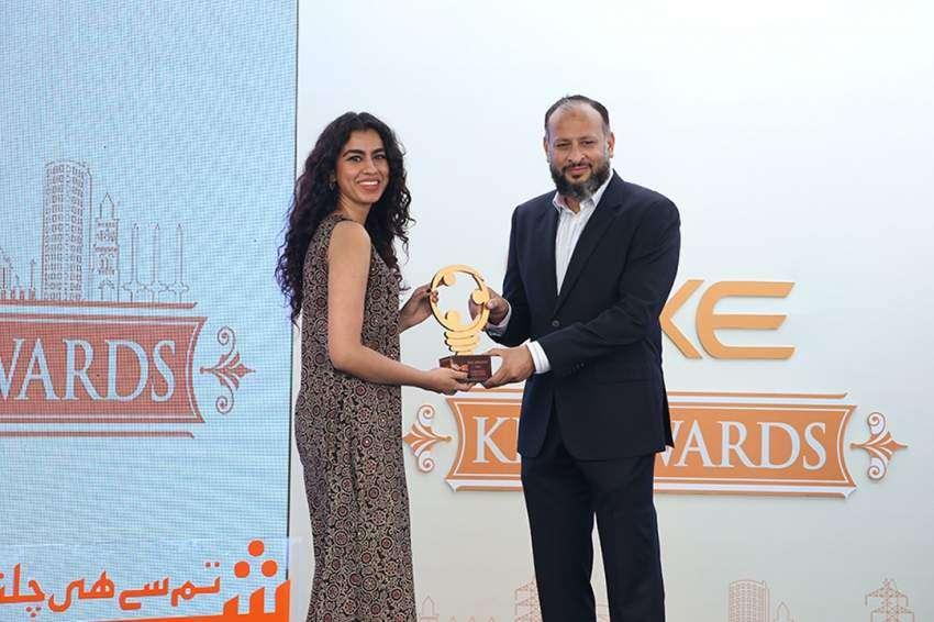 Fatima Awan receiving award from Moonis Alvi