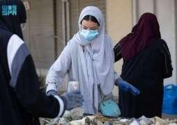 طالبات سعوديات يحولن مخلفات البحر إلى مجسمات جمالية بمحافظة جدة