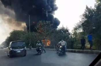 Oil tanker catches fire in Lahore