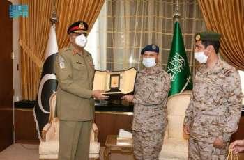 رئيس هيئة الأركان العامة يستقبل قائد الجيش الباكستاني