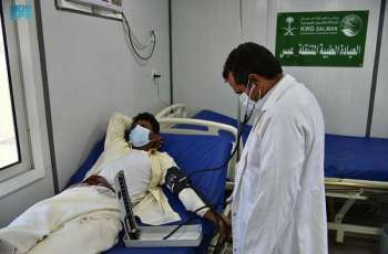 العيادات الطبية المتنقلة لمركز الملك سلمان للإغاثة في عبس تواصل تقديم خدماتها العلاجية للمستفيدين