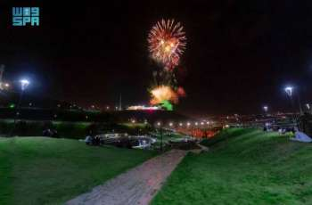 الألعاب النارية تضيء سماء الباحة احتفالاً وابتهاجاً بعيد الفطر