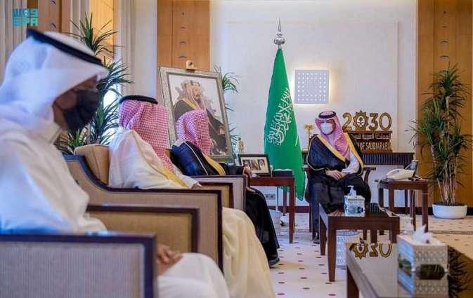سمو الأمير فهد بن تركي بن فيصل يتسلم تقرير الشؤون الإسلامية بالقصيم