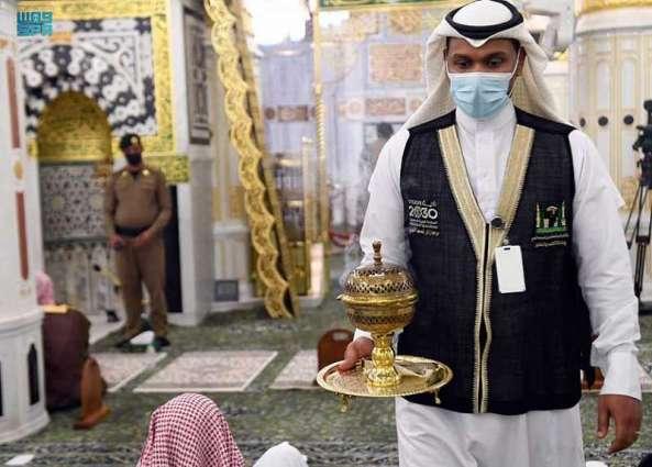 أكثر من ١٠٠٠ جولة تبخير وتطيب لقاصدي المسجد النبوي