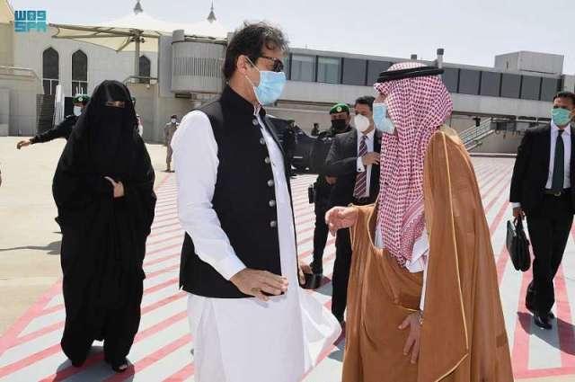 دولة رئيس الوزراء بجمهورية باكستان الإسلامية يغادر جدة متوجهًا إلى المدينة المنورة