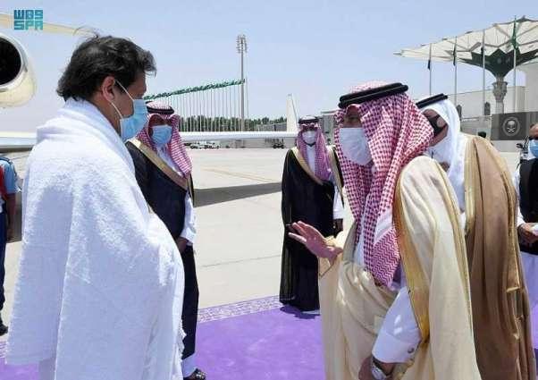 رئيس الوزراء الباكستاني يصل جدة قادماً من المدينة المنورة