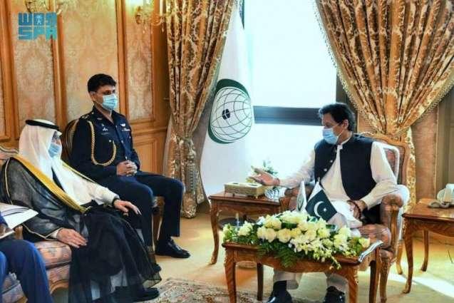 رئيس الوزراء الباكستاني يستقبل أمين منظمة التعاون الإسلامي