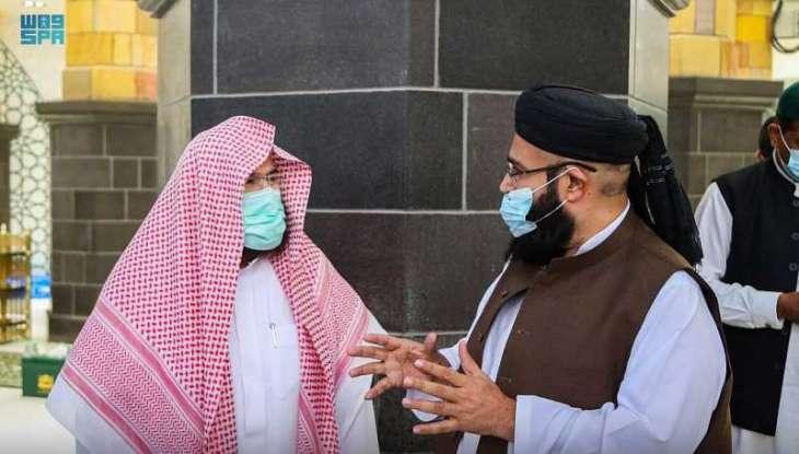 الشيخ السديس يلتقي برئيس مجلس علماء باكستان