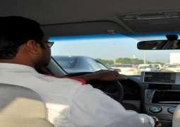 رجل یستولي علی أموال سائق باکستاني بطریقة غریبة فی منطقة دبي بدولة الامارات