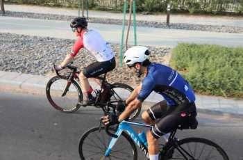مغامر سعودي يجوب دول الخليج بدراجته للتوعية بأهمية الرياضة الدراجات