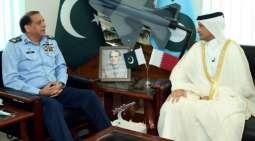 سفیر دولة القطر لدی اسلام آباد یجتمع بقائد القوات الجویة الباکستانیة