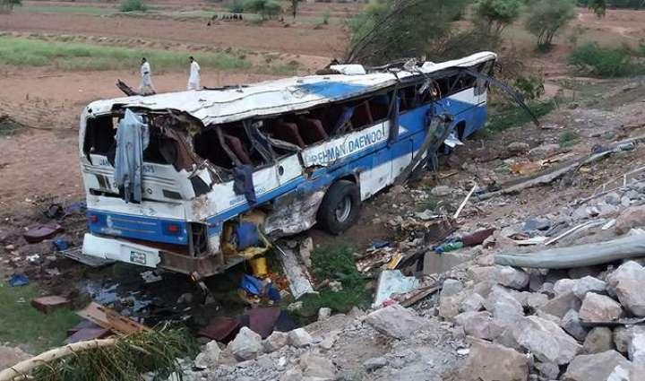 Khuzdar bus crash kills 18, leaves 30 others injured