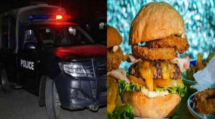 """شرطة تعتقل عمال المطعم بسبب رفضھم تقدیم وجبات """"برغر """" مجانیة فی مدینة لاہور"""