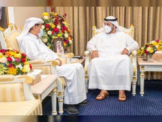 محمد بن حمد الشرقي يطلع على الإصدار الجديد للكتاب الإحصائي لإمارة الفجيرة