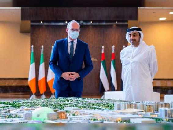 عبدالله بن زايد يستقبل وزير الخارجية والدفاع الإيرلندي