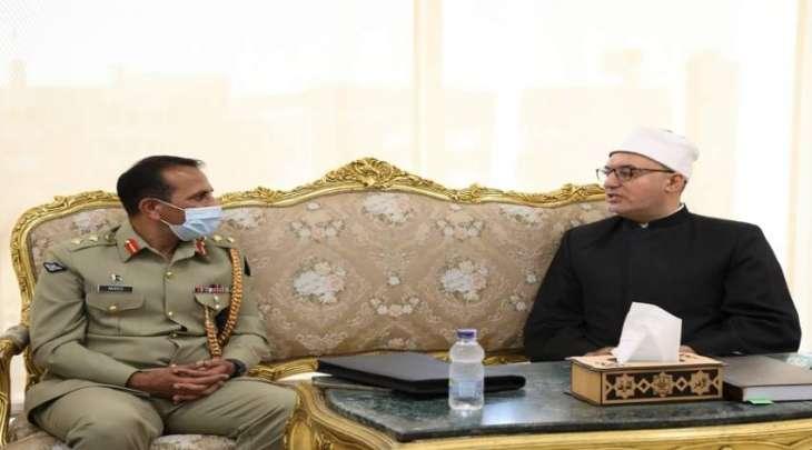 الملحق العسکري لباکستان نفید أحمد یجتمع مع الأمین العام لمجمع البحوث الاسلامیة بمصر