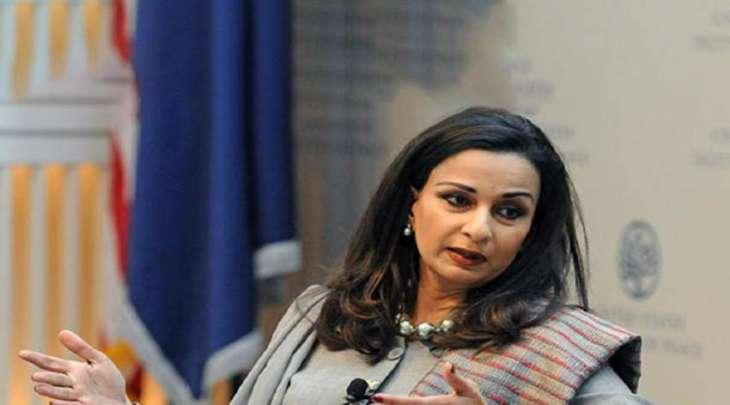 شیري رحمن : یجب علی عمران خان أن یخجل من تصریحاتہ بشأن ملابس النساء