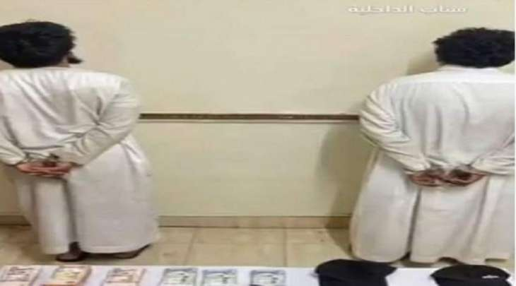 القبض علی باکستانیین اثنین بتھمة سرقة صنادق الأموال بجھازین للصرف الآلي فی السعودیة