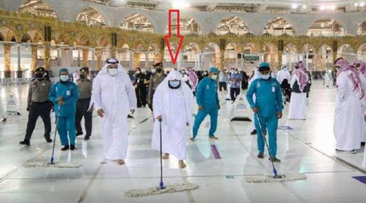 شاھد : رئیس شوٴون المسجد الحرام و المسجد النبوي یشارک عمال النظافة فی تنظیف صحن الطواف