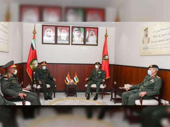 قائد العمليات المشتركة يبحث مع رئيس هيئة الأركان السودانية التعاون بين البلدين
