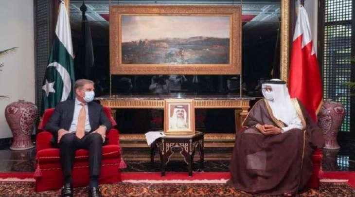 وزیر خارجیة باکستان شاہ محمود قریشي یجتمع مع نظیرہ البحریني خلال زیارتہ للمملکة