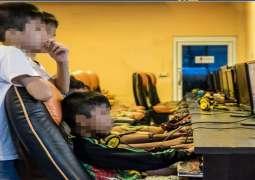 شرطة أبوظبي تُحذر من تعرُض الأطفال للعنف والاستغلال على الإنترنت