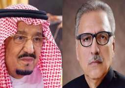 الملک السعودي یھنی رئیس باکستان الدکتور عارف علوي بذکری یوم الاستقلال