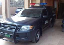 ایقاف ضابطي شرطة عن العمل بسبب الاھمال فی قضیة تحرش فتاة علی أیدی 400 رجال بمدینة لاہور