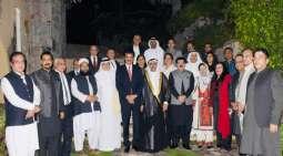 رئیس کتلة الحکومة فی مجلس الشیوخ الباکستانی یقیم دعوة العشاء علی شرف رئیس البرلمان العربي