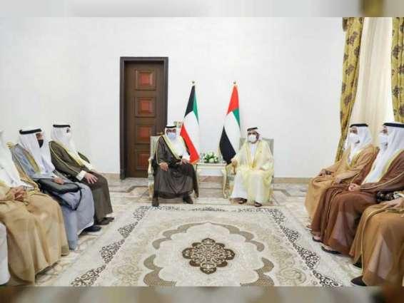 محمد بن راشد يلتقي رئيس مجلس وزراء دولة الكويت على هامش مؤتمر بغداد للتعاون والشراكة