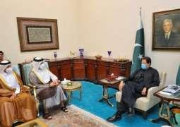 رئیس وزراء باکستان عمران خان یجتمع بوزیر الخارجیة القطري خلال زیارة لبلادہ