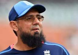Interim coach Saqlain Mushtaq delivers first lecture to national team