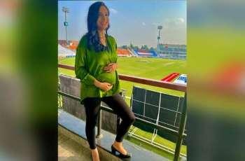 Zainab Abbas shares interesting photo with her travel partner