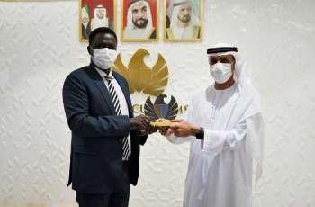 جمارك دبي تستعرض تجربتها في تطوير خدمات ذكية أمام وفد سوداني