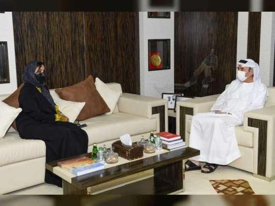 """""""شؤون التعليم العام"""" تبحث التعاون مع جامعة الإمارات لتطوير المخرجات التربوية الوطنية"""