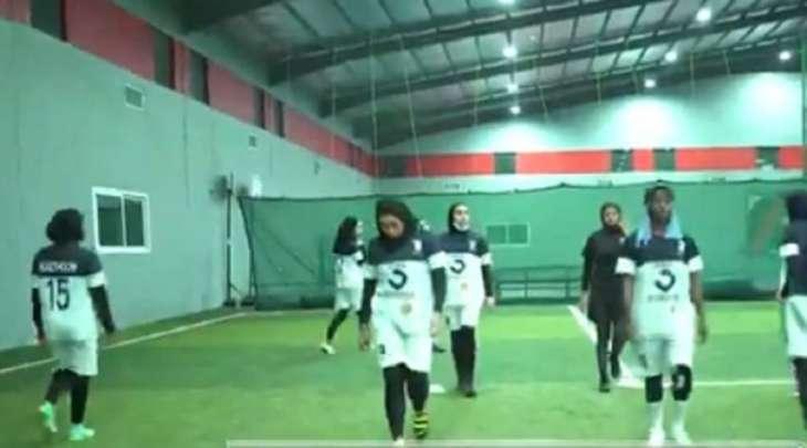 شاھد مقطع : أول فریق لکرة القدم النسائي فی القطیف بالسعودیة