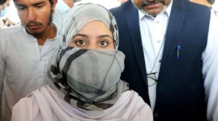 شاھد : طالبة الثانویة العامة تحصل علی 1100 درجة من 1100درجة فی مدینة مردان باقلیم خیبر
