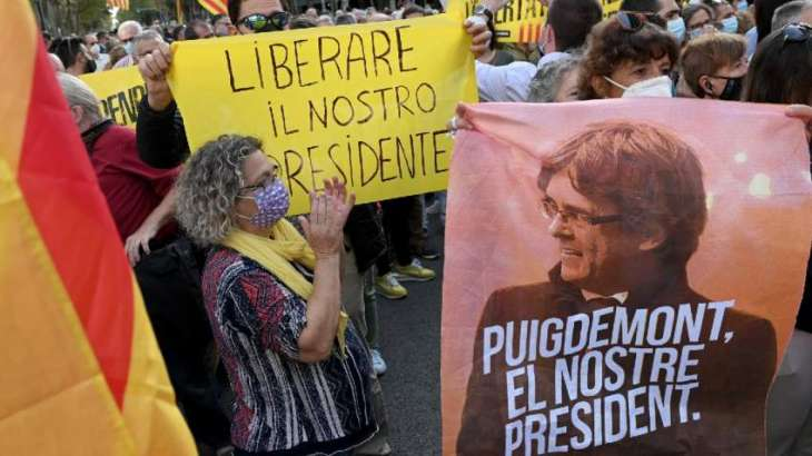 Pro-Independence Activists Protesting in Barcelona Against Puigdemont's Arrest in Italy