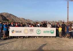 320 متطوعا يتسلقون جبال حتا للتعريف بالمعالم السياحية بدبي