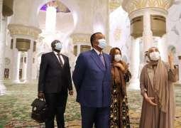 رئيس جمهورية الكونغو يزور جامع الشيخ زايد الكبير في أبوظبي.